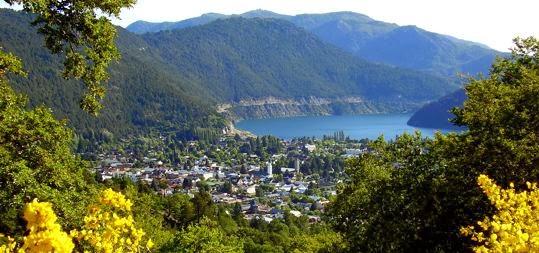 Panorámica de San Martín de los Andes junto al lago Lácar