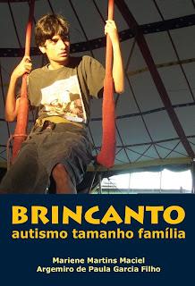 Capa do livro - Gabriel sentado em um trapézio, durante aula no Circo Escola Picolino, em Salvador.