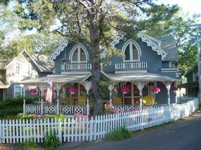 Postcards from jr and christa exploring the island of for Martha s vineyard gingerbread cottages