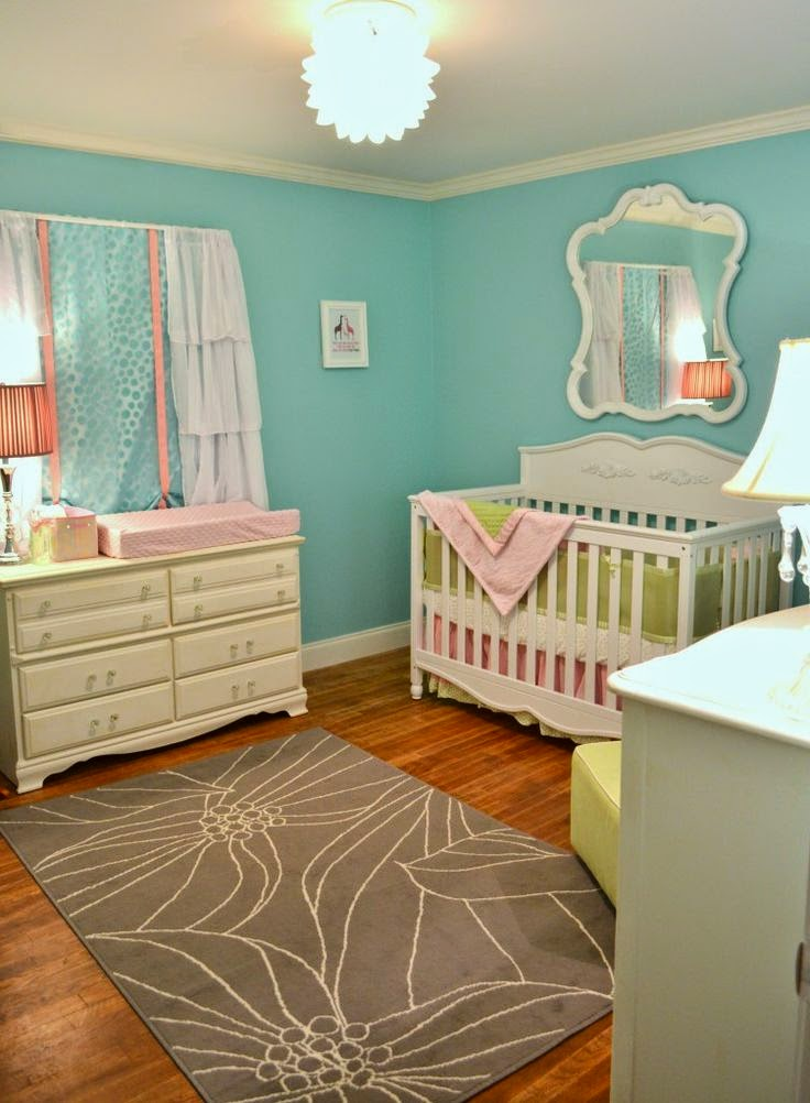 Cuarto de beb en rosa y turquesa colores en casa for Alfombra azul turquesa del dormitorio