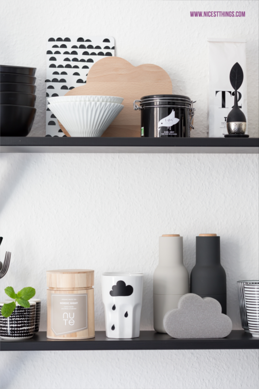 unsere k che in schwarz und wei neue industrielampe nicest things food interior diy. Black Bedroom Furniture Sets. Home Design Ideas