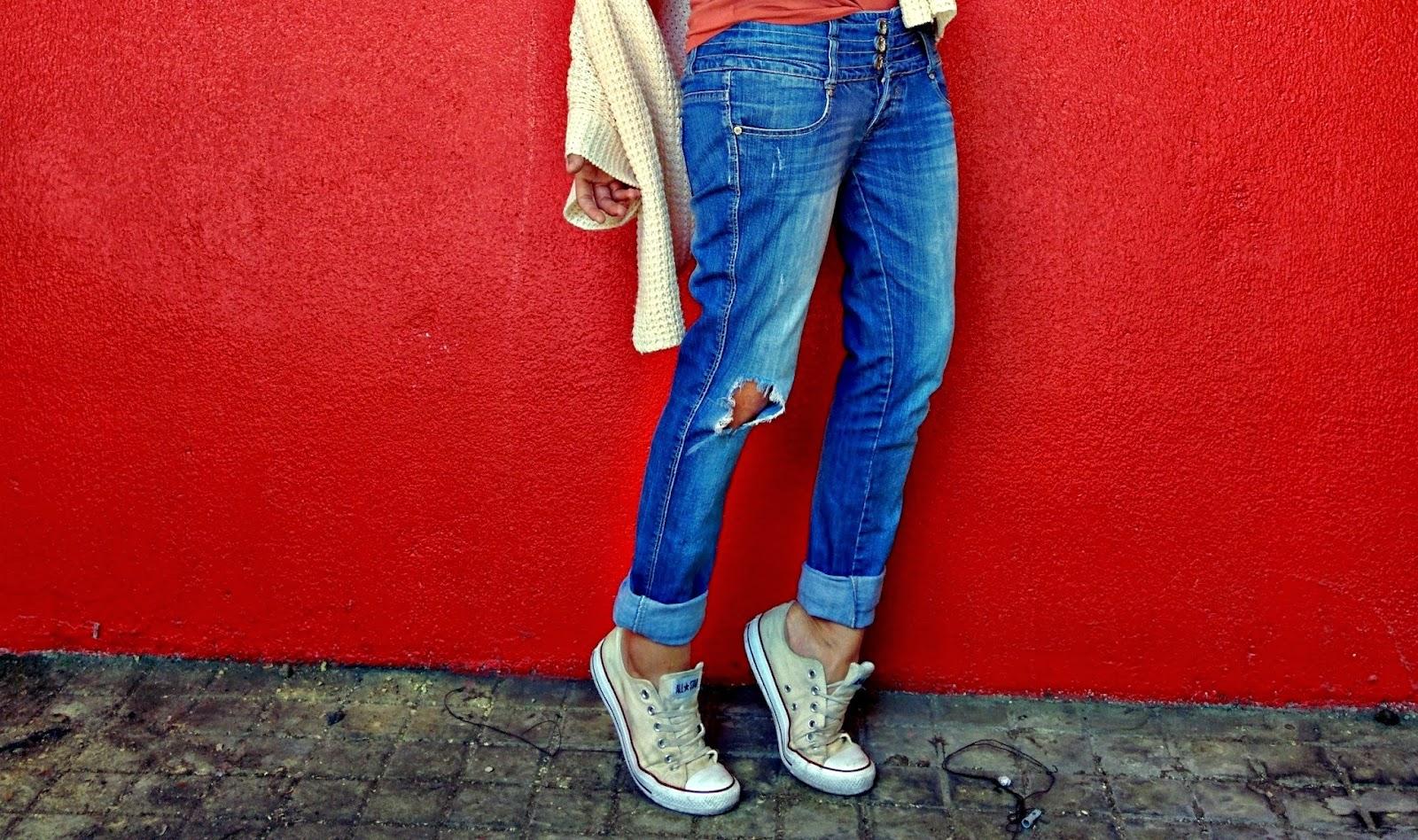 Boyfriend jeans combinados con Converse