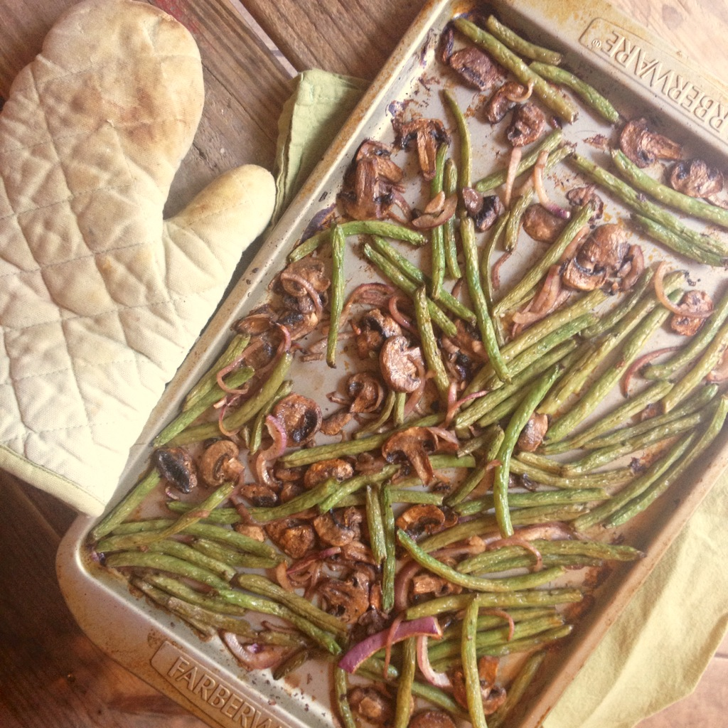 Roasted Green Beans with Mushrooms & Red Onion