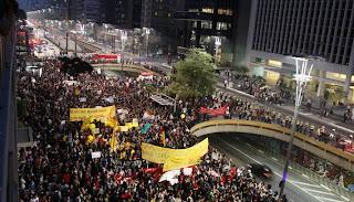 Manifestação contra o aumento da passagem de ônibus na Avenida Paulista