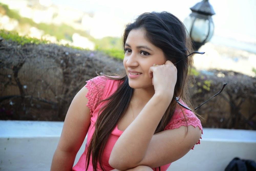 Prabhajeet Kaur Glamorous Photo shoot-HQ-Photo-14