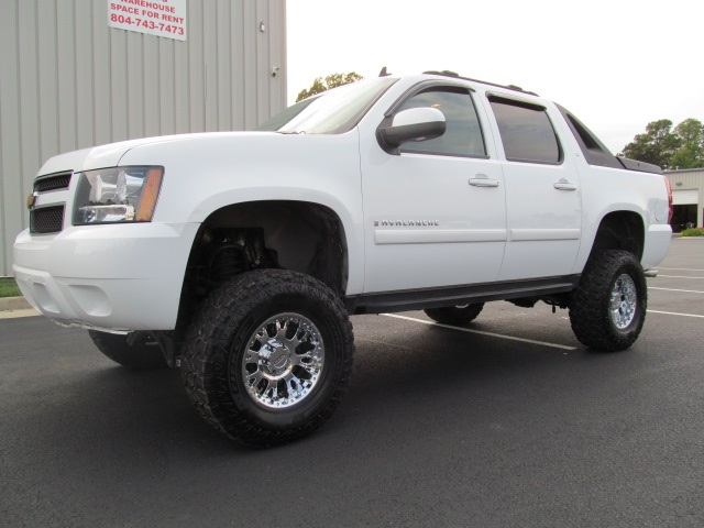 lifted trucks for sale 2007 chevy avalanche lifted truck for sale. Black Bedroom Furniture Sets. Home Design Ideas