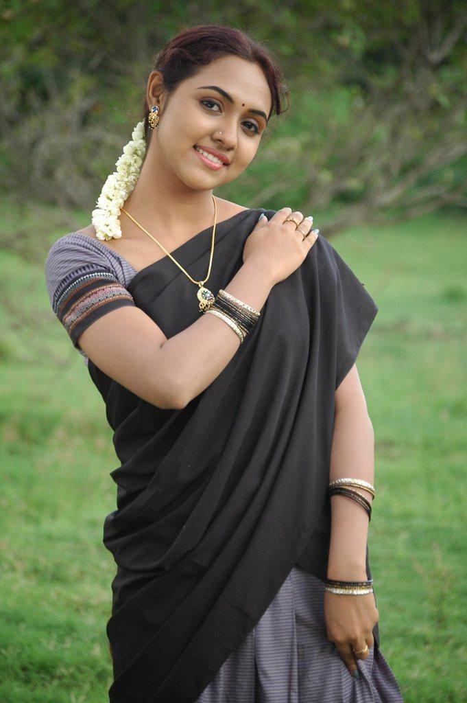 TAMIL  BEAUTY Thamali natural tamil NATURAL STUNNING : Heroine Tamil Pixs in makeup GALLERY