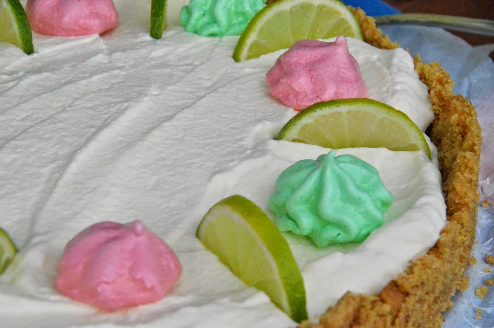 Key Lime Pie ja värikkäät marengit
