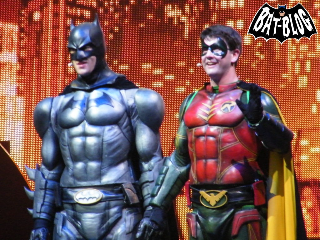 http://1.bp.blogspot.com/-h0Ucn3V_sZY/UXUyRKKPbUI/AAAAAAAAbOw/hLqFje9rkc8/s1600/wallpaper-batman-live-robin.jpg