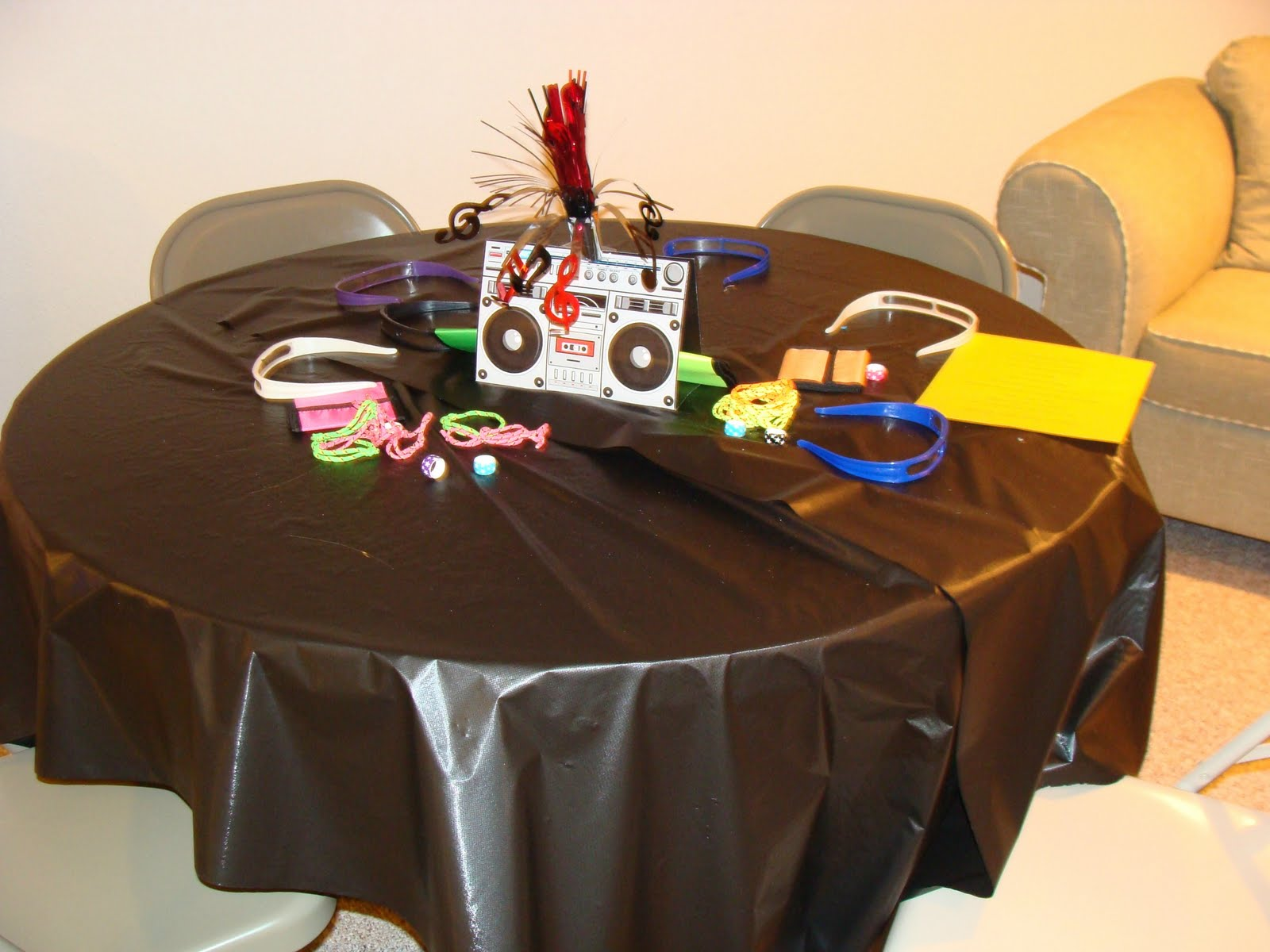 Design dna 80 39 s themed party for 80 s table decoration ideas