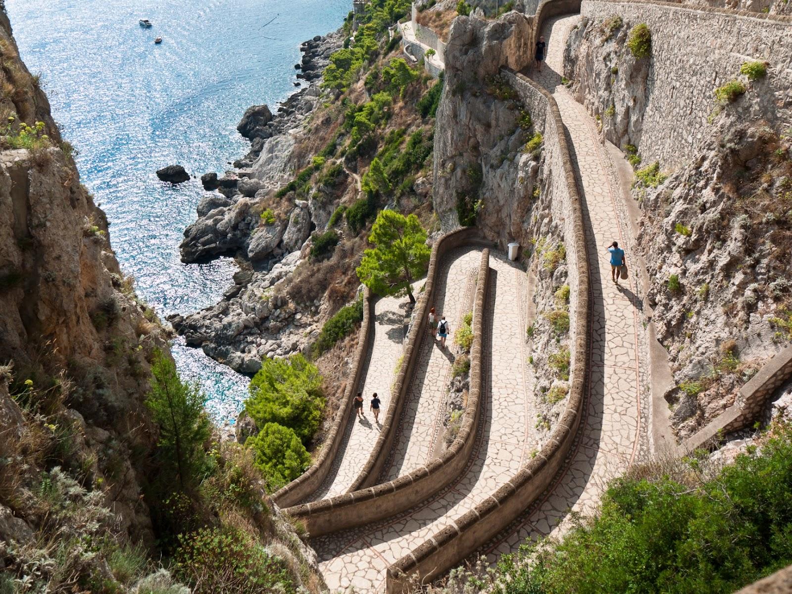 في جزيرة capri ايطاليا #capri #italy #tourism