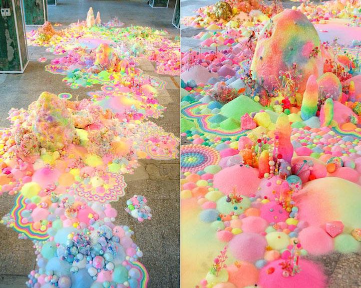 Espectacular instalaciones de piso hecho de caramelos y otros objetos coloridas