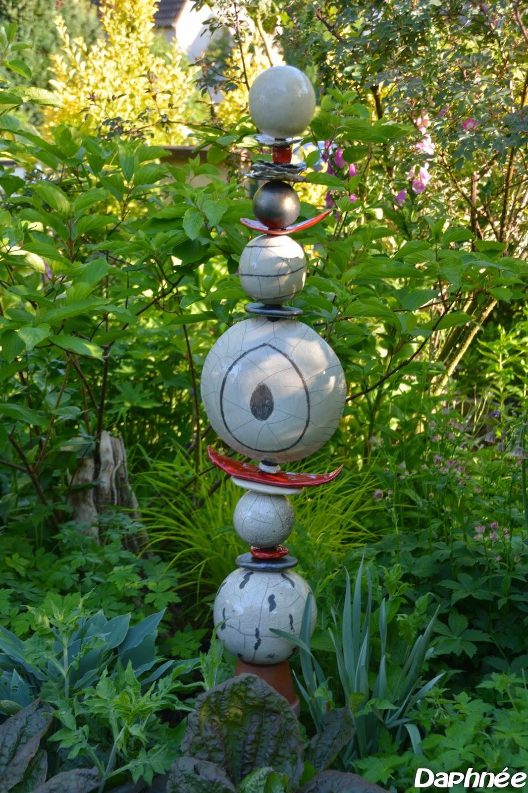 Le jardin de daphn e mai 2014 - Salon de jardin totem ...
