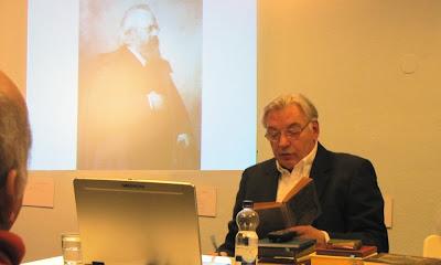 Herr Goerdten vor dem BBA, Foto © Abel Doering