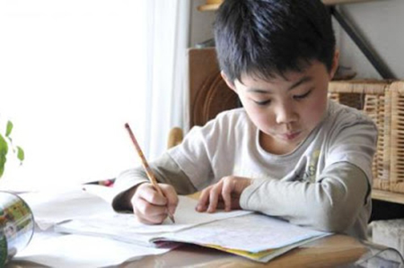 Dampak Buruk Memberikan Banyak PR Pada Anak