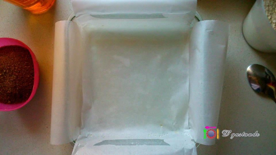 Preparamos el molde con papel de hornear
