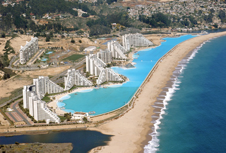 Clever bulletin world 39 s largest outdoor pool 22 pics for Largest swimming pool in the world in chile