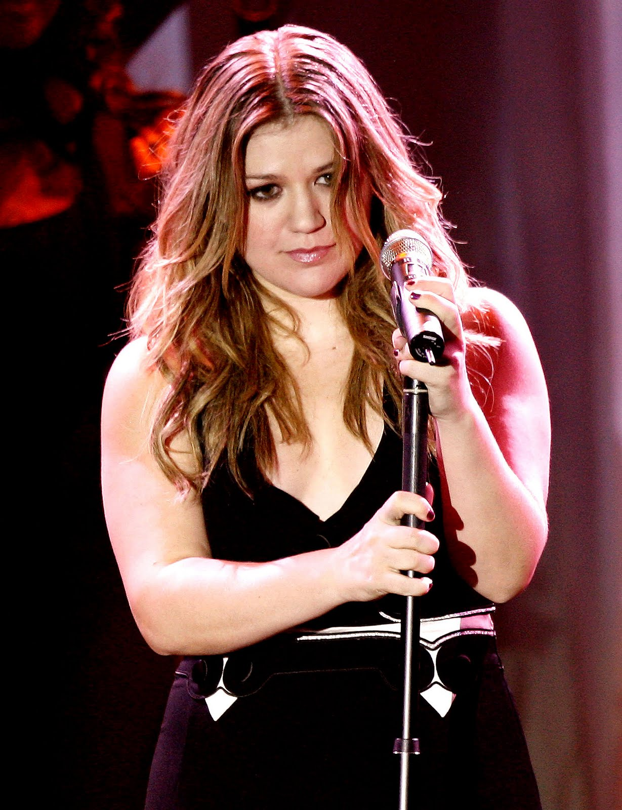 http://1.bp.blogspot.com/-h2hEB5h0sXs/TlDgT59SEDI/AAAAAAAAAA8/2Ej2Mj3wVkk/s1600/Kelly-Clarkson-life-style-2011-american-singer-and-actress-10.jpg