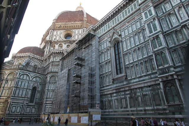The side view of the Duomo di Firenze, the Florence Cathedral in Florence, Italy