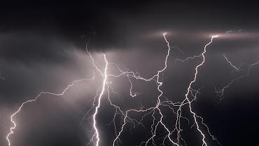 #10 Lightning Wallpaper