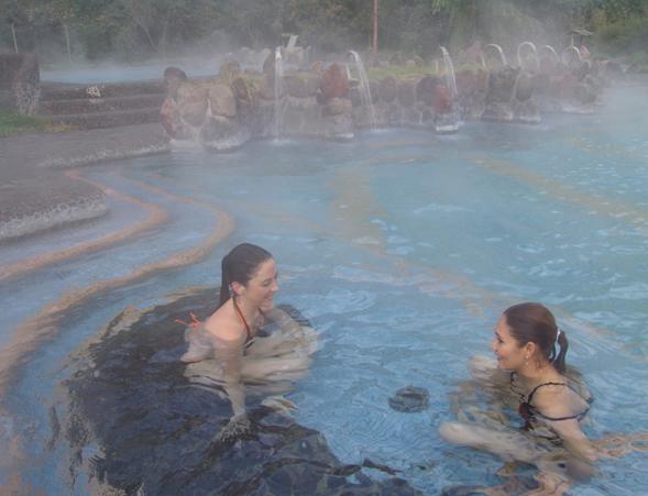 Turismo aventura en las aguas termales de papallacta for Hoteles con piscina en cuenca