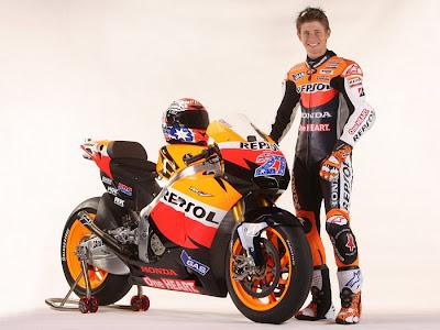 2011 Repsol Honda RC212V MotoGP Casey Stoner Action