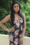 Karthika Nair latest photo shoot-thumbnail-13