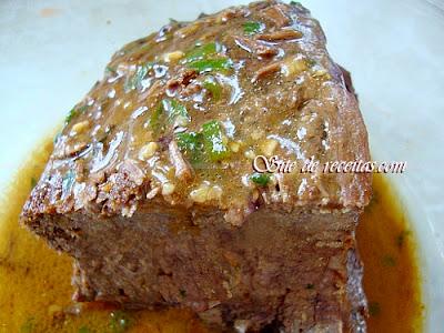 Carne de panela com molho suculento