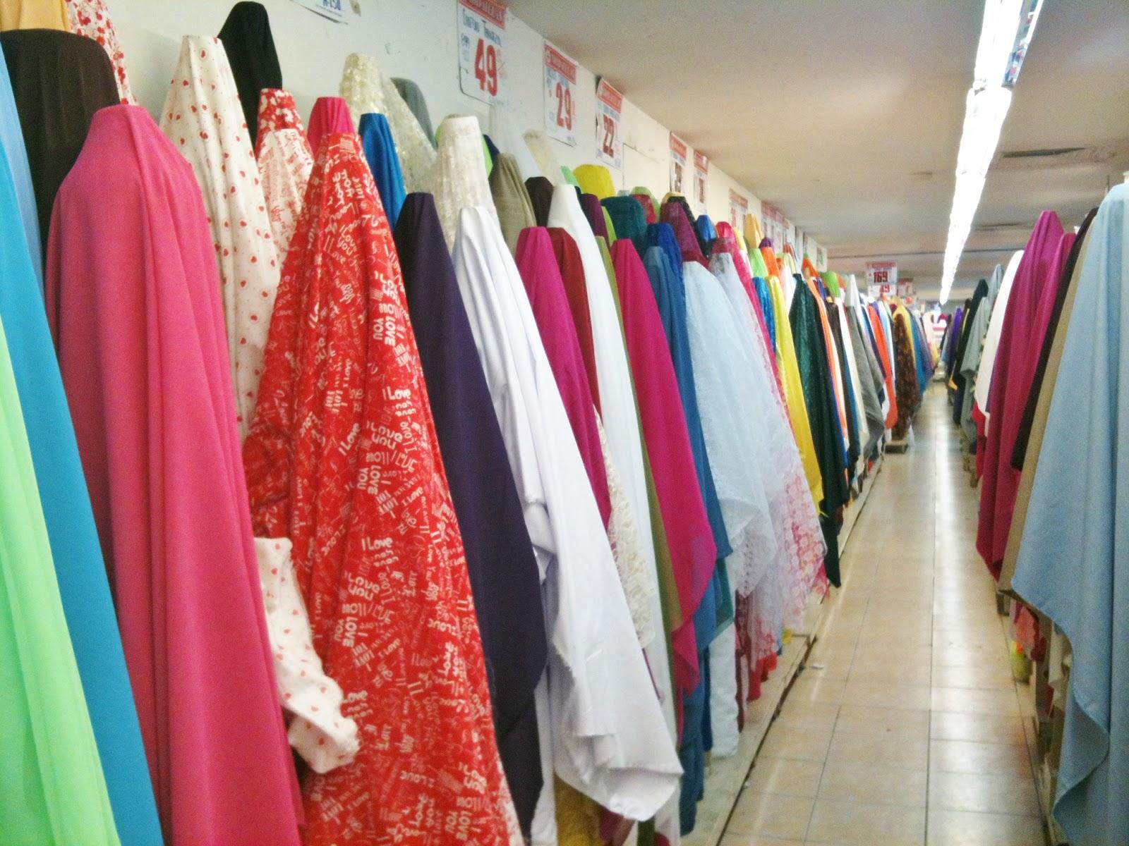 Donde se esconde el color mi primera m quina de coser for Telas para manteles precios