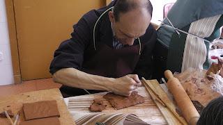 Eduardo en el taller de cerámica