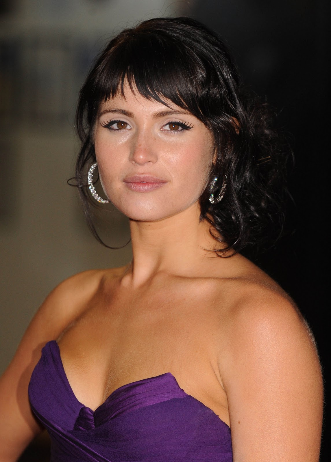 http://1.bp.blogspot.com/-h47T3cn_9Wc/UTs-I-_bgqI/AAAAAAAA8HM/ATF-2vAl-iA/s1600/Gemma-Arterton-cleavage-boobs-size-actress.jpg