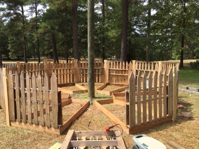 Perfect No Dig Pallet Fence. I Built A New Winter Garden And I Love It!!!