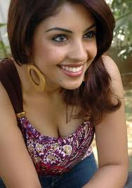 richa-gangopadhyay-cleavage photo gallery