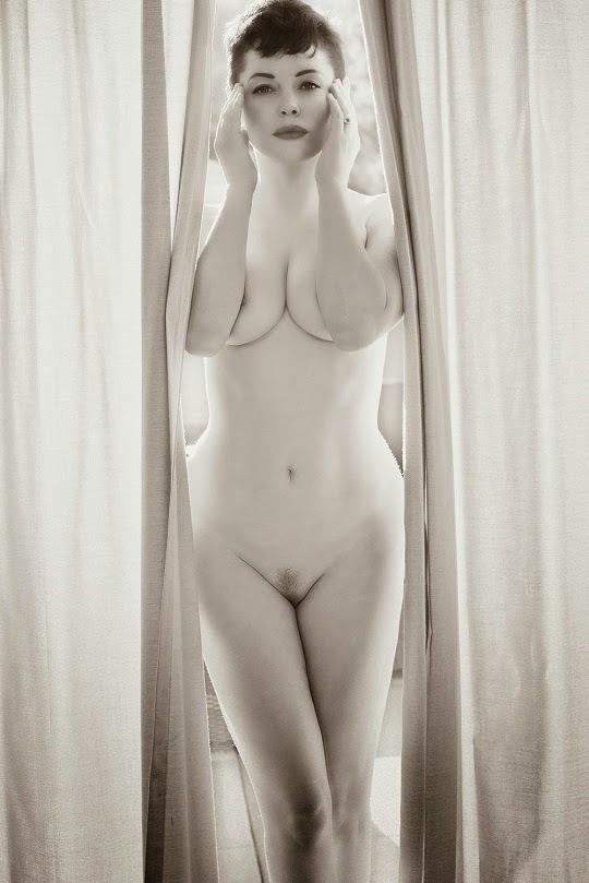 rose-mcgowan-nude-selfie