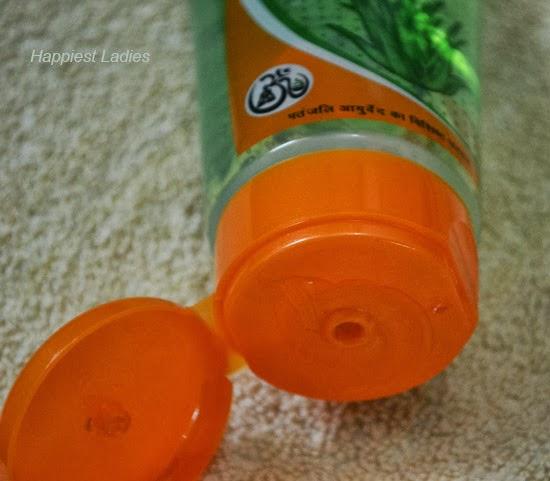 Patanjali-aloe-gel-open-cap-+-divy-yoga
