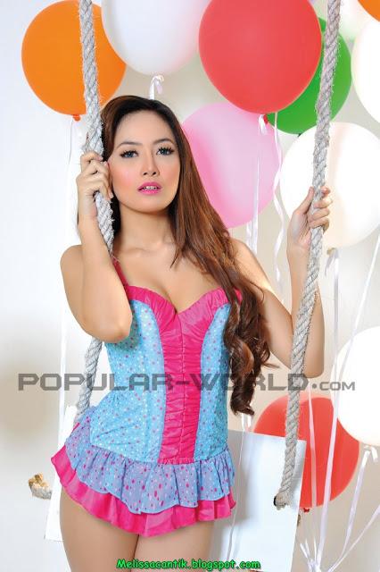 Galeri Wallpaper Foto model cantik dan bohay Cinta Ratunansya pose