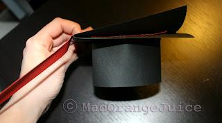 Incolliamo la parte superiore a quella inferiore e.. il vostro biglietto di  laurea è pronto!!! bc6c088854ae