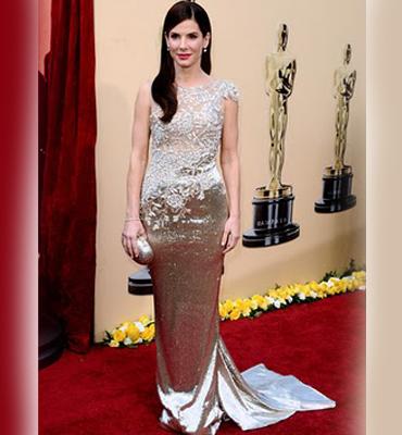 Сандра Бълок на Оскари 2010 в златна рокля
