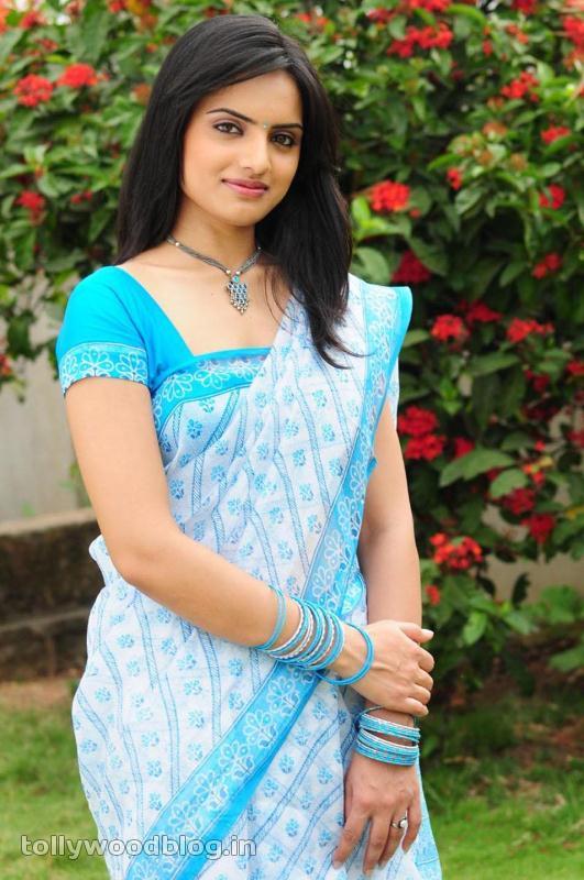 Reetu Kaur Hot Photos navel show