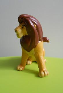 figura a escala de Mufasa del rey leon