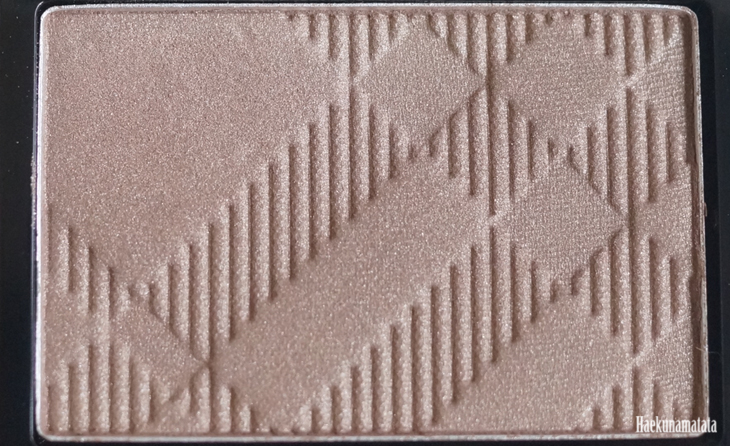 Burberry Eyeshadow in Pale Barley Review & Swatch4