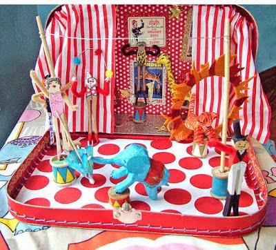 Ο μαγικός κόσμος του τσίρκου μέσα σε μία βαλίτσα