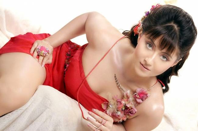 Bengali Actress Swastika Mukherjee Caught stealing Jewellery in Singapore