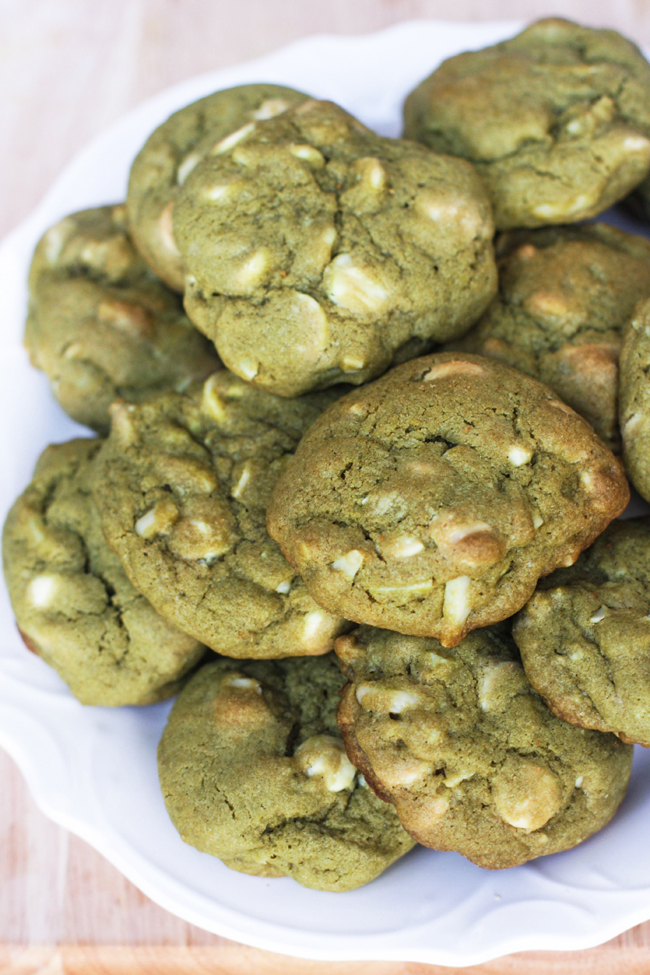Amanda k. by the Bay: White Chocolate Chip and Almond Matcha Cookies