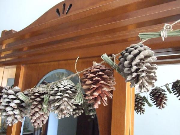 Guirnalda de piñas y ramas
