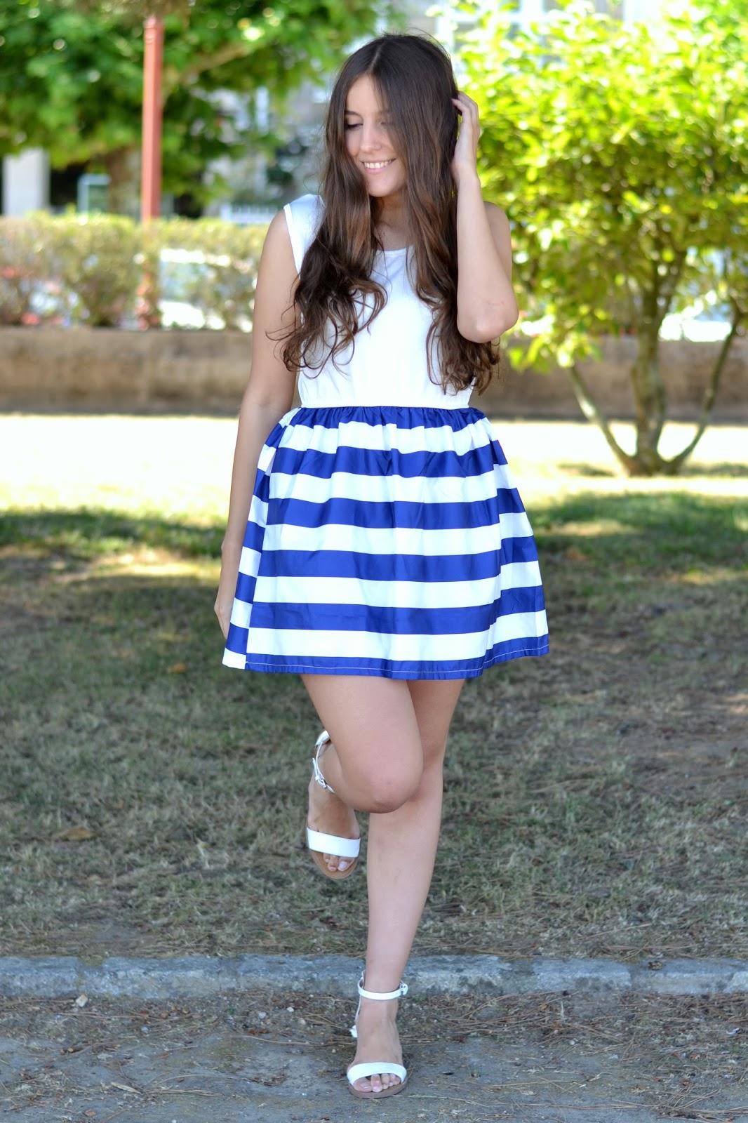 looks falda rayas azul y blanca