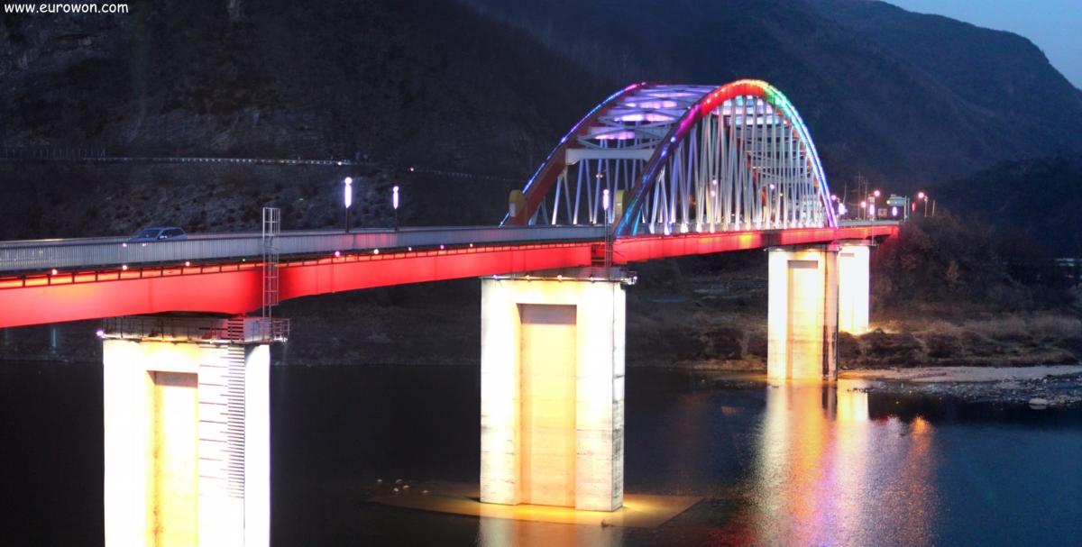 Puente de Danyang iluminado de noche