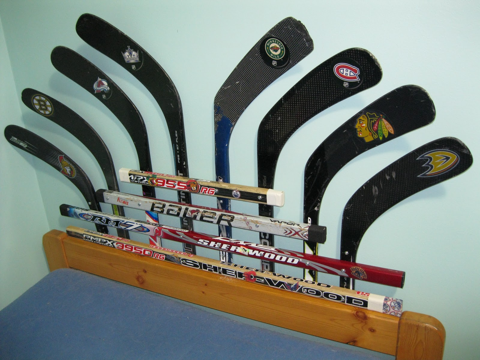 stick this diy hockey stick headboard, Headboard designs