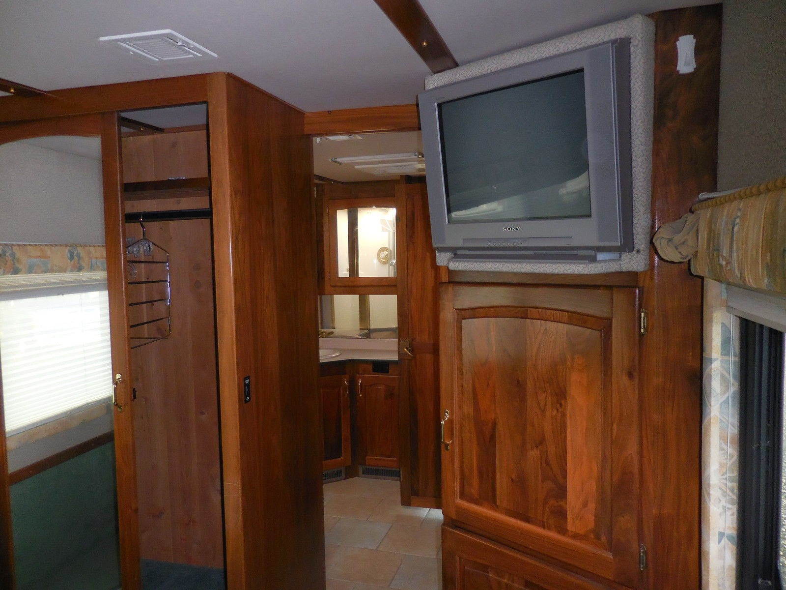 Used rvs 1999 beaver patriot thunder monticello for sale for 3 rooms for 1999