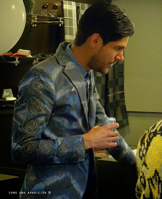 como-una-aparición-men-fashion-diseñadores-moda-hombres-juan-blazer-estampados-men-style